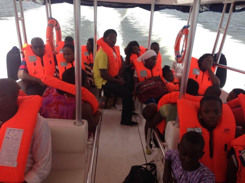 A Metropolitan Waterways em Lagos serve passageiros a bordo do Touring 36, o barco mais vendido do mundo